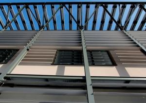 Detail der verstellbaren Sonnenschutzlamellen im Unternehmen von ACCA software