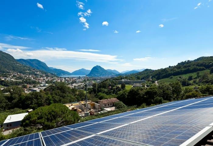 fotografía panorámica con Paisaje con instalación fotovoltaica
