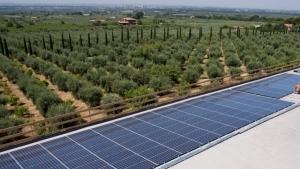 Realización instalación fotovoltaica en el campo
