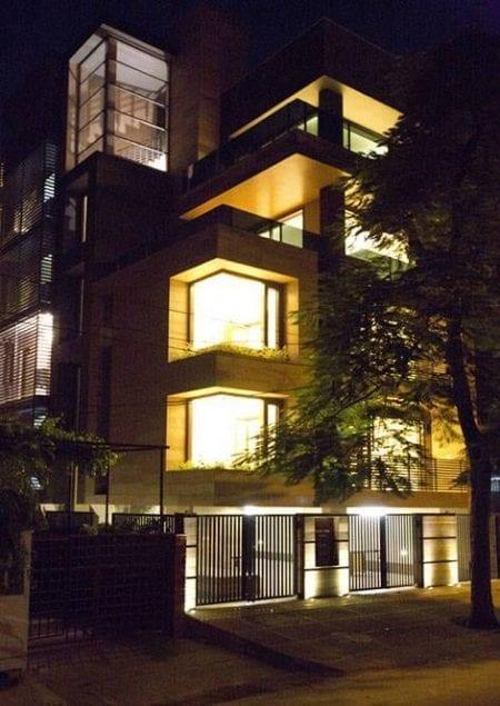 Cuboid House de noche