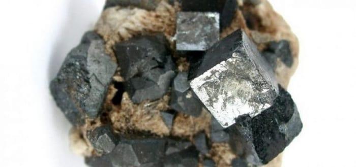 ejemplo-perovskita-super-paneles-solares-fotovoltaicos-hechos-de-silicio-y-perovskita
