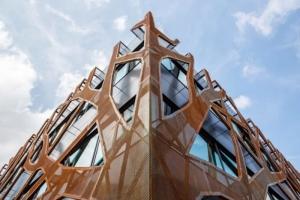 Detalle-estructura-escuela-sostenible-alimentada-por-energia solar-software-fotovoltaico-Solarius-PV