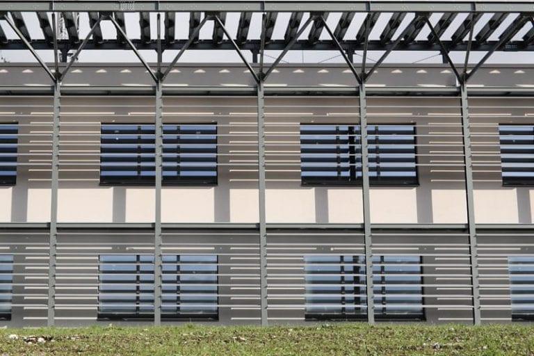 Brise soleil sur une façade du siège de ACCA software