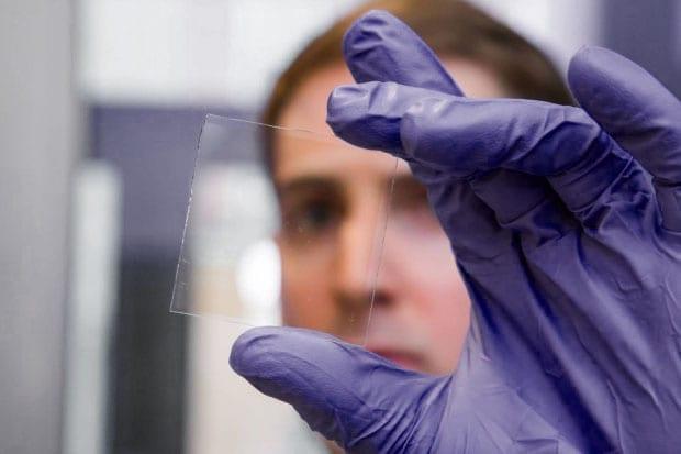 Image photo d'une pièce de vitrage intelligent - capacité de transparence
