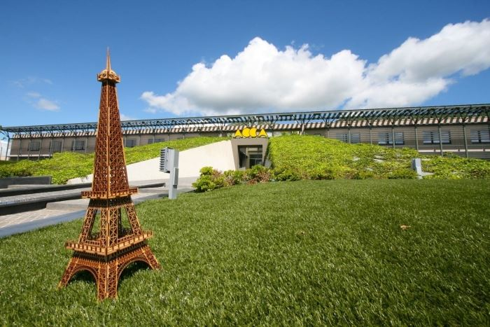 La Tour Eiffel est arrivée dans le sud de l'Italie - prête à rentrer dans le siège de ACCA