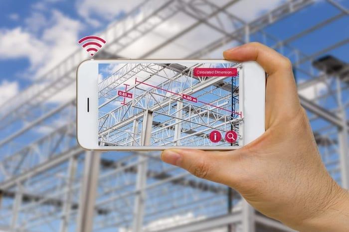 l'image représente un téléphone portable avec une application qui permet d'encadrer un objet avec le téléphone portable et disposer immédiatement d'informations de différents types sur cet objet