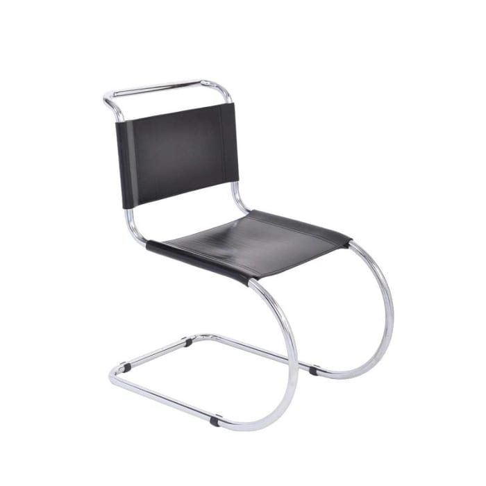l'image représente la chaise Brno qui est devenue un classique dans le mobilier. Elle a des lignes claires, constituée d'une structure en acier d'un seul tenant, courbée en forme de C, partant du milieu du dossier, passant sur les côtés de l'assise (formant au passage des accoudoirs), et continuant jusqu'au sol en créant une structure en porte-à-faux, avec l'assise et le dossier en cuir tendu entre les deux C. Il existe deux versions de cette chaise, une en acier tubulaire et une autre en acier plat. Le métal était à l'origine de l'acier inoxydable poli, mais les exemplaires actuels sont chromés.