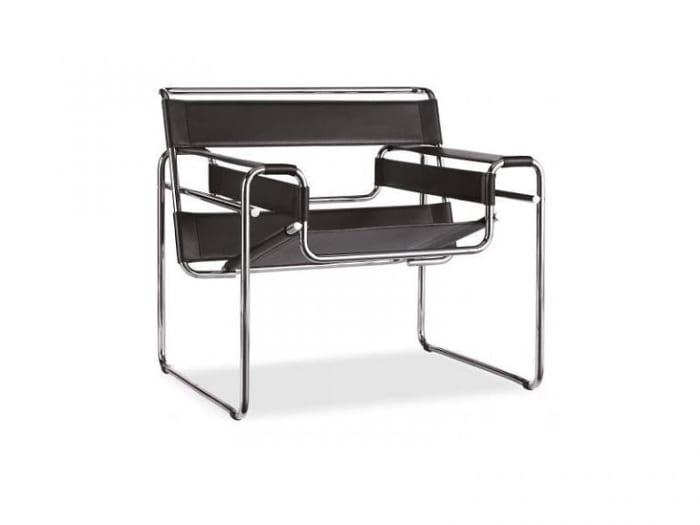 l image représente la chaise B3 du designer et architecte hongrois Marcel Breuer, connue depuis les années 1960 sous le nom de Fauteuil Wassily, est incontestablement l'un des meubles les plus iconiques du design moderne. Inspiré du fauteuil club à l'anglaise, la création de Breuer réduit les formes rembourrées du meuble traditionnel à une ossature légère et résistante. Cinq composants en tubes d'acier nickelés, reliés par des vis à tête hexagonale, en constituent le cadre:un seul tube plié forme de larges « patins » sur lesquels repose le fauteuil;un dossier et un siège, également pliés, viennent s'imbriquer diagonalement dans cette structure;enfin, deux barres horizontales au niveau des accoudoirs consolident l'ensemble. À la place d'une garniture classique, des bandes de tissu fil glacé – semblable à de la toile mais contenant des fibres d'acier – sont tendues latéralement et cousues autour des tubes.