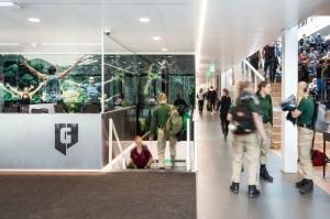 l image represente les espaces interiuers du la Graafschap College de Doetinchem avec ces long corridors