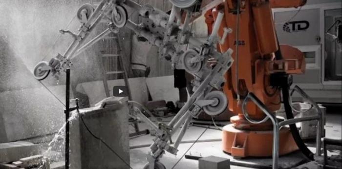 une image qui décrit la robotique au service de l homme , c est une image qui montre un bras robot pour le découpage du béton