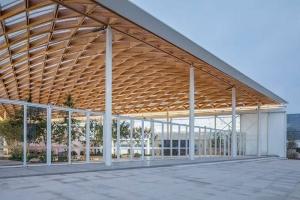 L'image représentent la couverture en bois préfabriquée du hall principal de l'expo à west bund worl sur les technologies dans la constructions avec Edificius un logiciel de conception architecturale