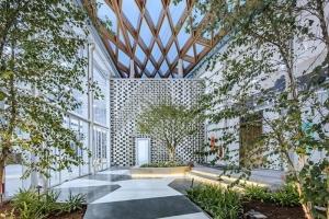L'image illustre l'ambiance des jardins internes de l'hall secondaire l'expo à west bund worl sur les technologies dans la constructions avec Edificius un logiciel de conception architecturale