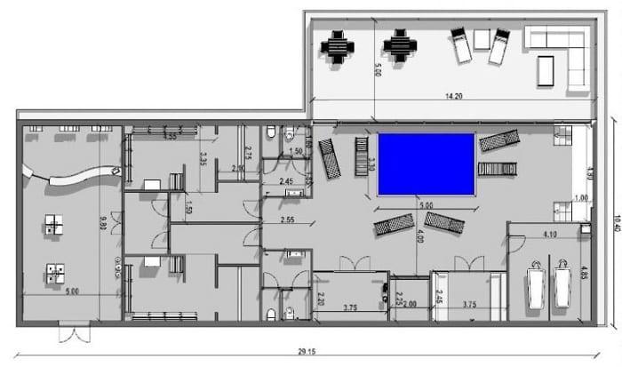 L'image représente une vue en plan avec tous ses différents espaces de l'entrée au vestiaire en passant par la piscine, les douches, l'espace de massage et la terrasse d'une construction d'un spa, réalisé avec le logiciel Edificius de conception architecturale 3D BIM