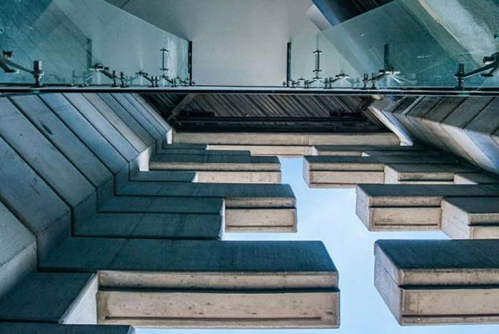 L'image représente des sortes de meurtrières géantes apparaissent dans les murs de la Torre Reforma, logiciel EdiLus calcul de structure