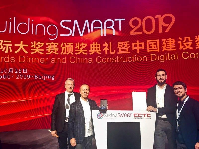 La délégation de ACCA à Pékin conduite par le PDG Guido Cianciulli remporte le premier prix dans la catégorie recherche professionnelle et étudiants avec le E-Permit