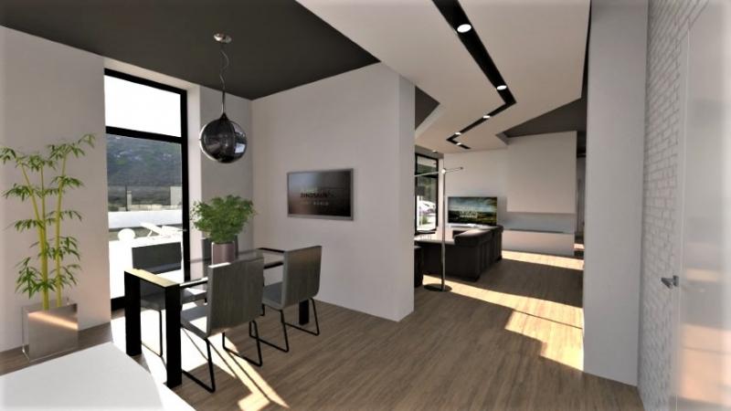 Un séjour très moderne avec un parquet en bois pour le sol, des murs blancs et un faux plafond qui suit le parcours du séjour de couleurs blancs avec une bande noire au centre ou l'on trouve les spots encastrés