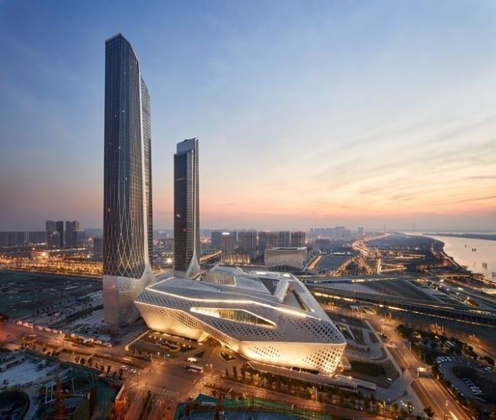 Un rendu des tours du centre culturel de Nankin dans des couleurs de fins de journées