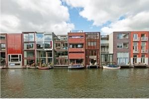 Casas geminadas no Bornéu em Amsterdão a fachada voltada para o mar