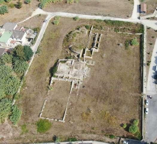 A imagem mostra o levantamento con drone do parque arqueológico
