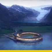 A imagem mostra o hotel na natureza