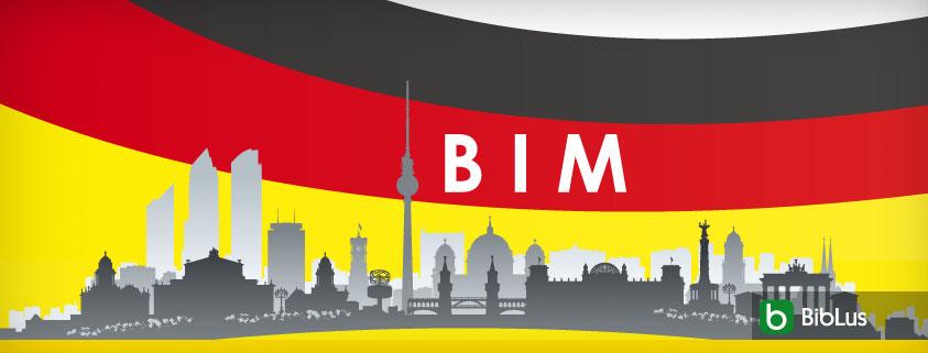 A imagem mostra o skyline de uma cidade com ao fundo a bandeira alema